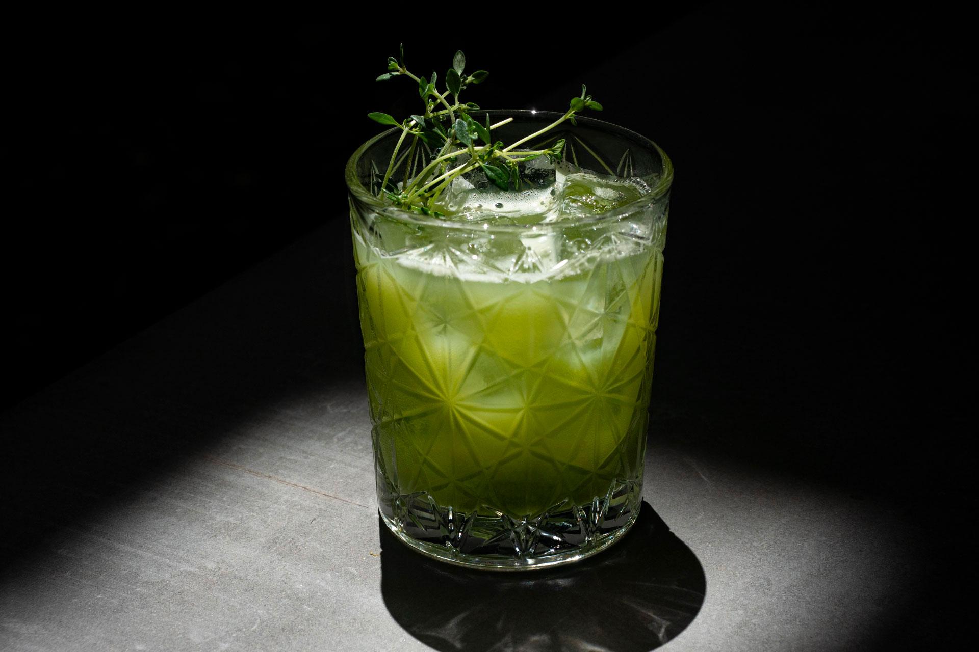 cocktail verde creato per Moebius Milano